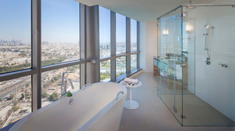 Jumeirah at Etihad Towers  Das Luxushotel im Tower verfügt über 382 Zimmer zwischen dem 27. und 60. Stockwerk - mit fantastischen Ausblicken über die Hauptstadt der Vereinigten Arabischen Emirate.  Infos:www.jumeirah.com