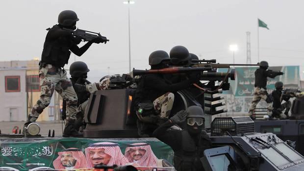 Saudische Streitkräfte bei einer Parade