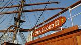 """Service: Sea Cloud II  In diesem Jahr für die Jury wieder Spitzenklasse: Der Service der kleinen aber feinen """"Sea Cloud II"""". """"Weil sie, ganz einfach, klein ist –das ist ein Vorteil, der warmherzigen Service leichter macht. Weil die sportliche Segelatmosphäre alle schnell zu Gleichgesinnten macht. Weil das Personal mit echter Leidenschaft bei der Sache ist: authentisch, ehrlich und niemals gekünstelt."""""""
