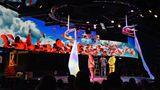 """Info- & Entertainment: """"MSC Meraviglia""""  Kreuzfahrt-Entertainment einmal anders: Das kleinere von zwei großen Theatern an Bord des Flaggschiffs der Reederei MSC bietet mit der High-Tech-Bühne im Heck ein Wunder: Kein Abklatsch eines Broadway-Musicals, sondern Aufführungen des Cirque de Soleil. Die Dinner-Shows """"Viaggio"""" und """"Sonor"""" wurden eigens für MSC kreiert. """"Sie sind nicht laut, sondern fein. Sie sind nicht effektheischend, sondern raffiniert."""", so das Urteil der Jury."""