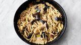 Abschmecken und mit dem restlichen geriebenen Parmesan bestreut genießen. Et voilà: Pasta mit Pilzen und Knoblauch