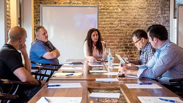 Die Bail-Bond-Queen Michelle Esquenazi auf einer Konferenz der Kautionsagenten