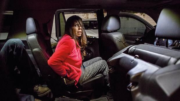 Melissa Torres nach der Festnahme in McCalls Auto. Gefunden hat er sie in einem Motelzimmer, sie rauchte gerade Crack