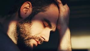 Markus lag nach der Trennung seiner Eltern nächtelang wach vor Wut (Symbolbild)