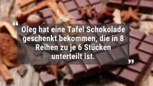 Im Hintergrund des Bildes liegt sehr viel Schokolade. Darüber steht ein Zitat.