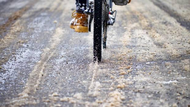 Das Winterwetter setzt Rädern zu.