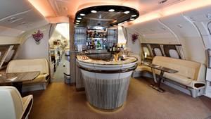 Bar im Airbus A380 von Emirates Airlines