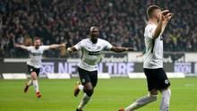 Der Frankfurter Ante Rebic (r.) freut sich über sein Tor zum 1:0. Noch mehr Jubel herrschte beim Frankfurter 2:1 kurz vor Schluss