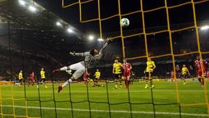 Arjen Robben erzielt im Topspiel der Fußball-Bundesliga das 0:1. Am Ende unterlag der BVB dem FC Bayern mit 1:3