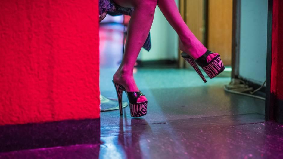 Mit den Diensten einer Prostituierten zeigte sich ein 14-Jähriger gar nicht zufrieden - und rief die Polizei