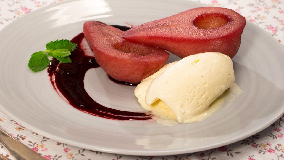 Beschwipste Birnen mit Vanilleeis