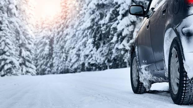 Auf Schnee helfen nur echte Winterreifen mit dem Schneeflocken-Symbol.