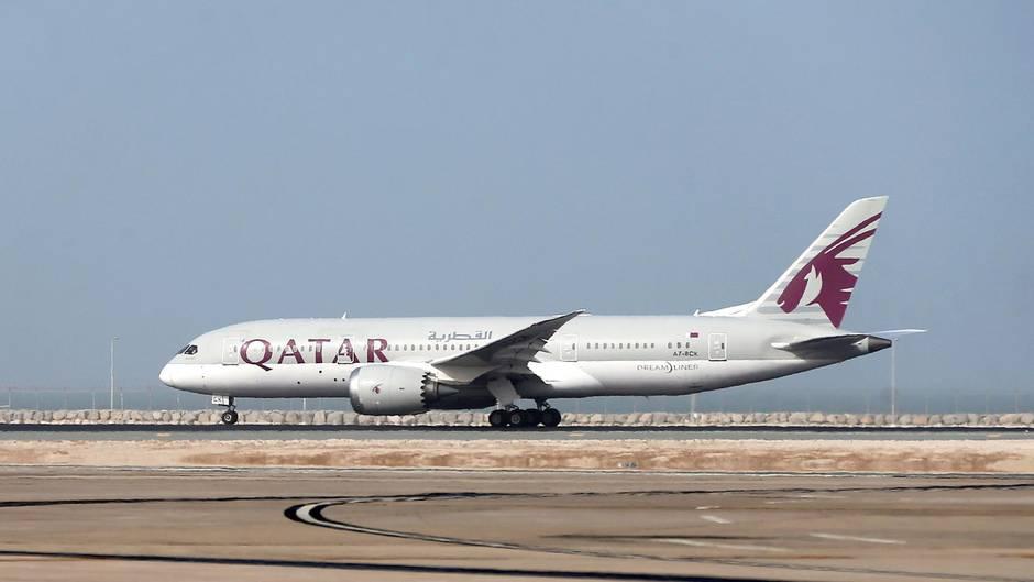 An Bord eines Qatar-Airways-Flugzeuges eskalierte der Ehekrach (Symbolbild)