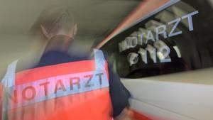 In Berlin hat ein pöbelnder Autofahrer den Einsatz eines Rettungsteams behindert