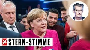 """Ein Bild mit Seltenheitswert: Bundeskanzlerin Angela Merkel mischt sich nach der ZDF-Sendung """"Klartext"""" unters Volk"""