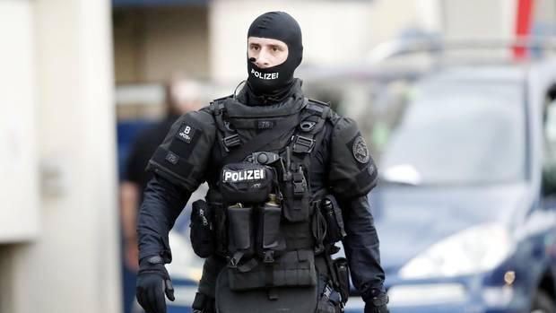 Am Dienstag fanden in der Schweiz und Frankreich mehrere koordinierte Razzien statt