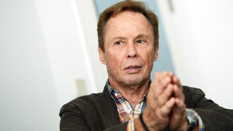 Leidet auch psychisch unter seinem Schulterbruch: der Musiker Peter Kraus (Archivbild)