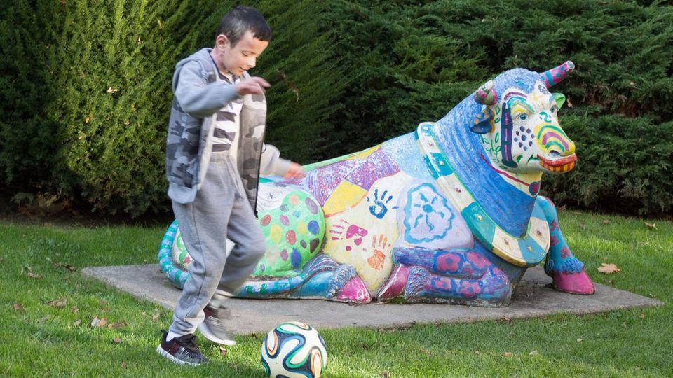 Hassan spielt Fußball