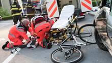 Trotz Vorfahrt: Bei einem Zusammenstoß mit einem Kfz erleidet meist nur der Radfahrer Verletzungen.