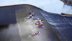 Australien: Staudamm wird zur illegalen Wasserrutsche