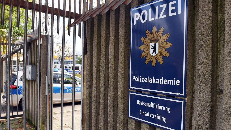 Eingang zur Berliner Polizei-Akademie - Eine Unterwanderung durch kriminelle Clans gibt es angeblich nicht
