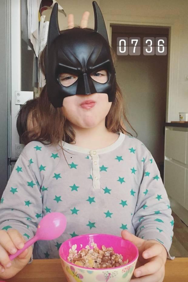 An einem normalen Morgen ist die Laune bei uns deutlich besser - auch wenn man es meinem Batgirl gerade nicht ansieht