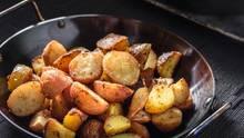 Erkaltete Kartoffeln Bei Zimmertemperatur Sind Ein Beliebter Ort Für Das  Bakterium Clostridium Botulinum, Das Eine