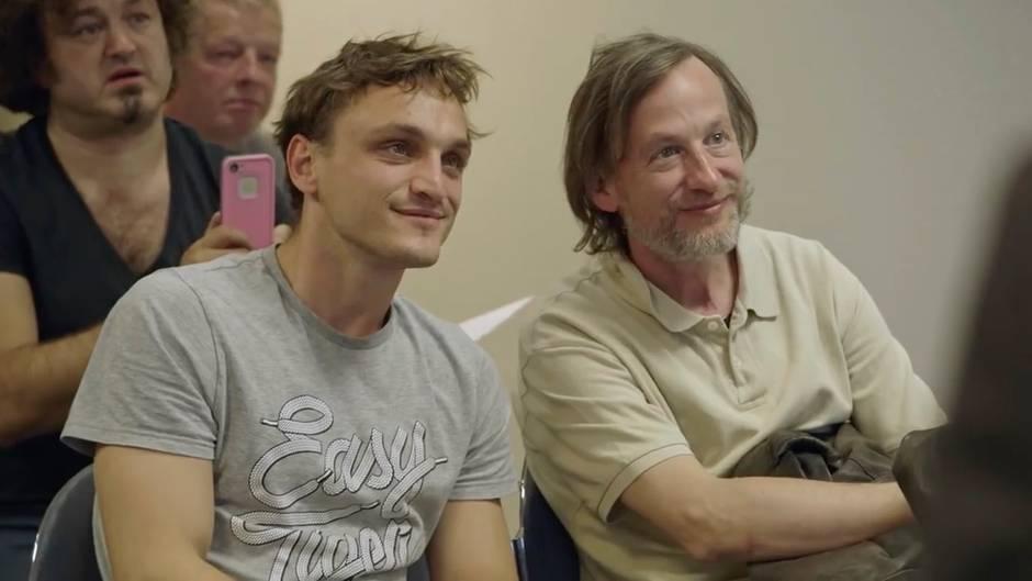 """Kinotrailer: """"Fikkefuchs"""": Der """"Stecher vom Wuppertal"""" bringt seinem Sohn das Aufreißen bei"""