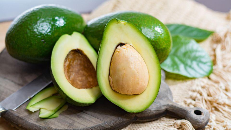 Schräger Instagram-Trend: Was macht der Ring in der Avocado? Und wieso soll das romantisch sein?
