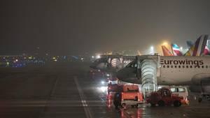 Nichts geht mehr am Hamburger Flughafen: Der Airport wurde am Donnerstagabend rund eine Stunde gesperrt