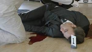 ARD-Tatort aus Dresden: Heiko Gebhardt liegt erschossen in seinem Büro