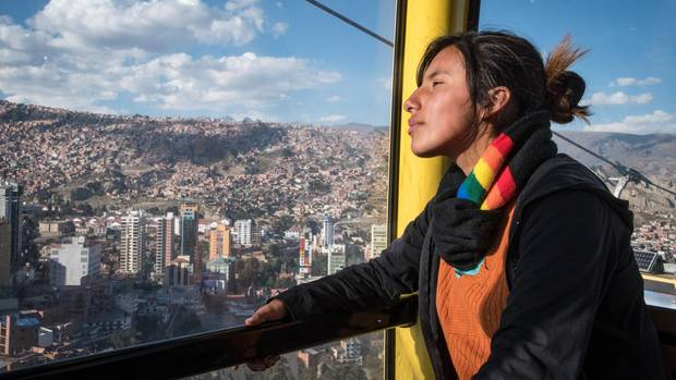 Sie hat einen Traum: Kinder sollen arbeiten, aber fair behandelt werden. Lizeth Castro in der Seilbahn von El Alto nach La Paz.