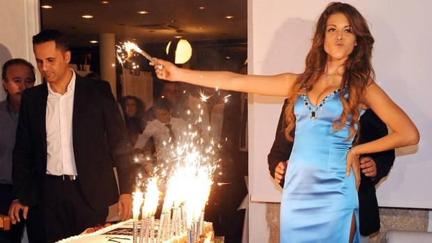 """Karima El Marough alias """"Ruby"""" auf einer Party"""