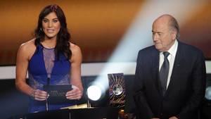 Hope Solo und Sepp Blatter
