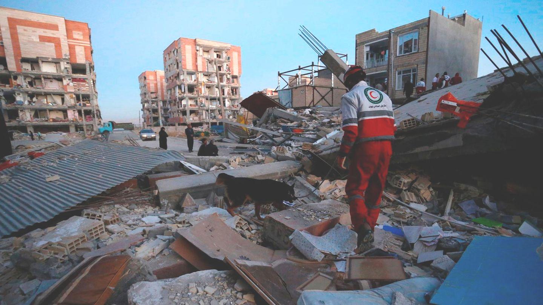 Erdbeben: Retter in Sarpol-e Zahab in der iranischen Provinz Kermanshah
