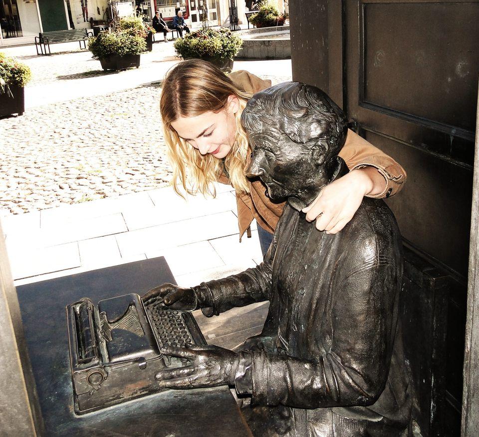 Bronzestatue von Astrid Lindgren in Vimmerby, Schweden.