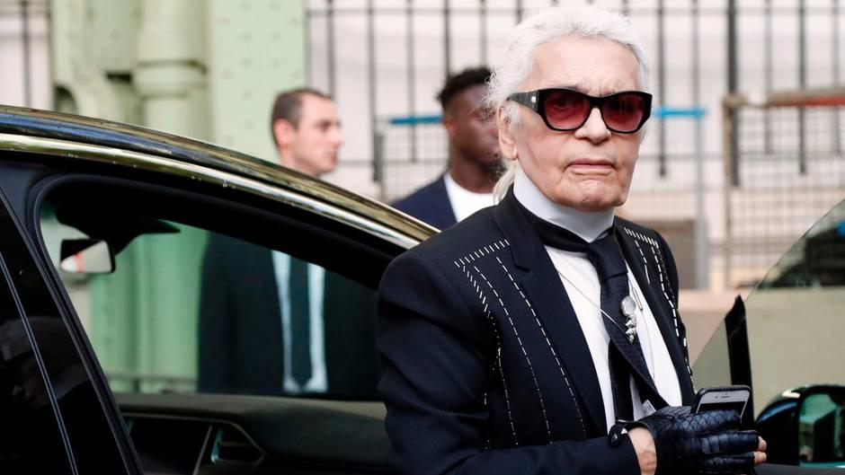 """Modedesigner Karl Lagerfeld kündigte bei seinem Auftritt im Sender C8 an, er werde """"etwas Schreckliches"""" sagen"""