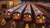 Die Züge der Linie 7 verharren an Station Mets-Willets Point im Depot und warten auf technische Betriebsprüfung.