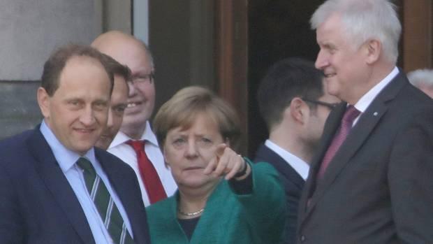 Balkonbild mit Außenminister: Alexander Graf Lambsdorff, links neben Angela Merkel, würde es wohl machen