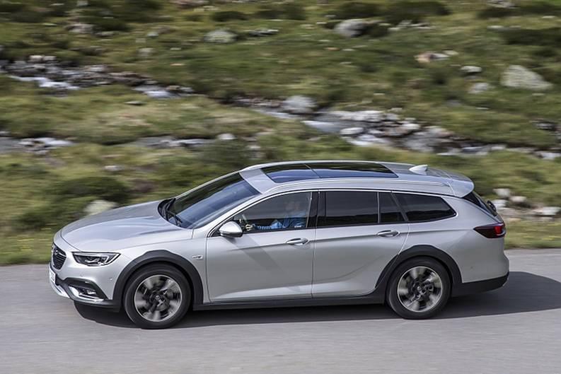 Der Opel Insignia Country Tourer hat 25 Millimeter mehr Bodenfreiheit als der Sports Tourer