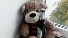 Teddybär mit Bierflasche