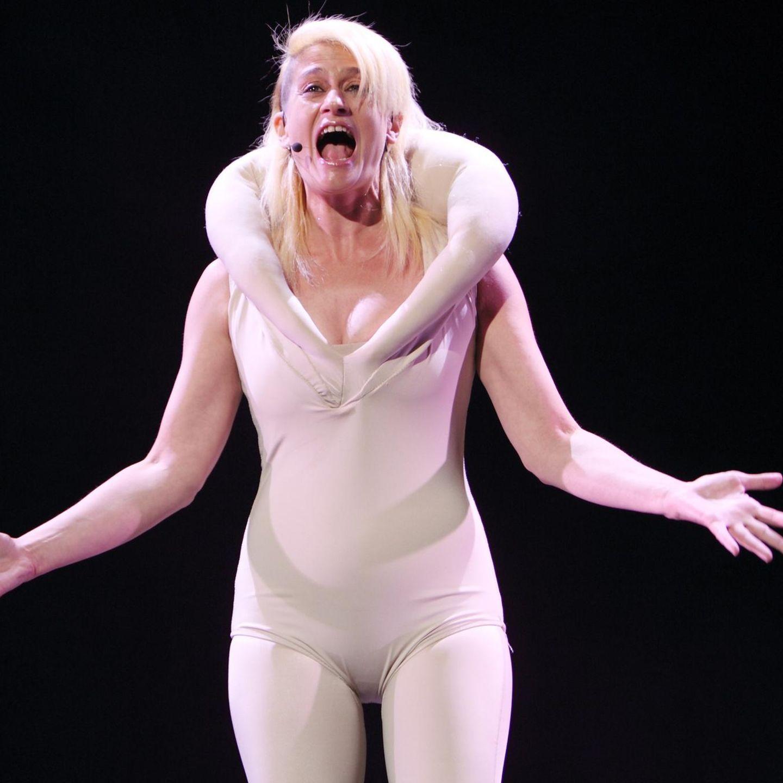 Bühne auf der opernsängerin nackt Oper: Stillstand