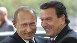 Wladimir Putin und Gerhard Schröder (hier 2005) sind seit Langem befreundet