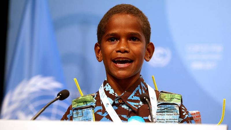 Der 12-jährige Timoci Naulusala spricht vor der Weltklimakonferenz in Bonn