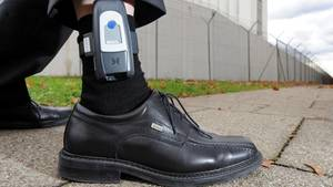 Der islamistische Gefährder ist trotz elektronischer Fußfessel über den Hamburger Flughafen ausgereist (Symbolbild)
