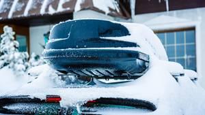 Für den Transport der Ski ist die Dachbox die richtige Wahl.