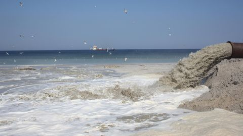 Um bewohnte Ortslagen auf Sylt zu schützen, wird seit 1972 Sand aufgespült zum Schutz vor Stürmen