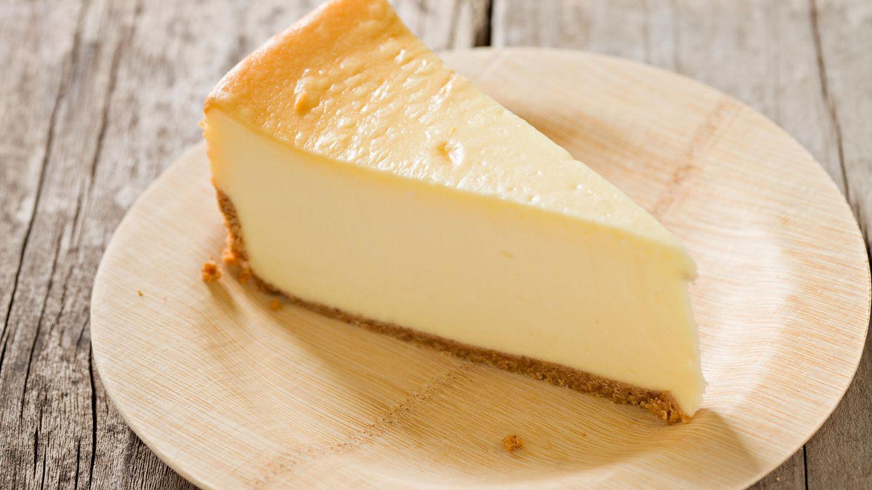 Schneiden Sie Weiches mit Zahnseide  Um ein gleichmäßiges Stück Käsekuchen zu erhalten, nehmen Sie kein Messer, sondern Zahnseide. Natürlich unparfümierte. So können Sie weiche Lebensmittel perfekt schneiden.