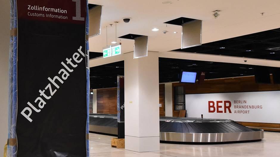 Noch herrscht Leere in den Terminals des Hauptstadtflughafens BER - doch die Arbeiten gehen offenbar voran (Archivbild)
