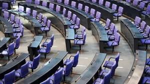 Der leere Plenarsaal des Bundestags